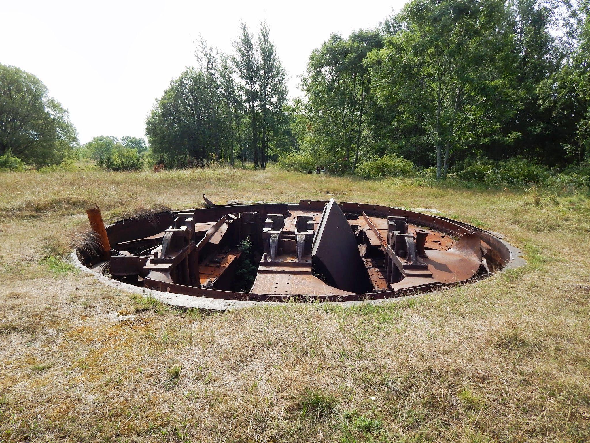 Üks Osmussaarel säilinud suurtükipatareidest. Foto: Eve Rohula