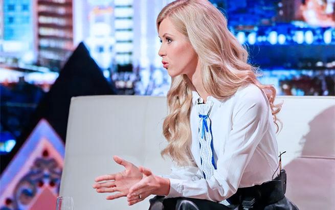 """Foto: Ines Karu-Salo andmas intervjuud saates """"Nädalalõpp Kanal 2'ga""""."""