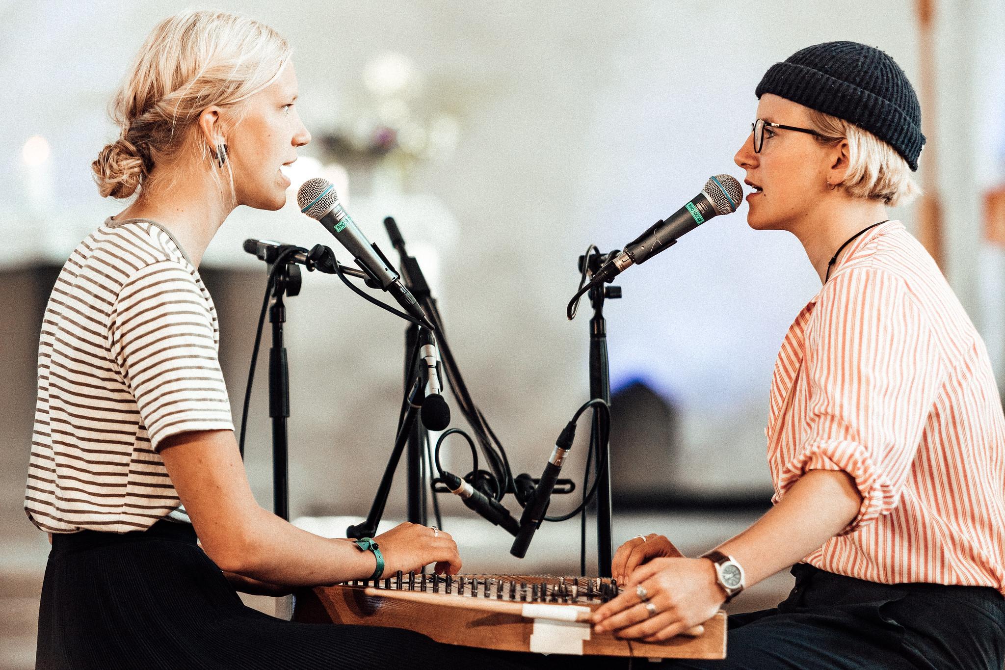 Duo Ruut Viljandi pärimusmuusika festivalil 2019 (Ann-Lisett Rebane, Katariina Kivi)/Ako Lehemets