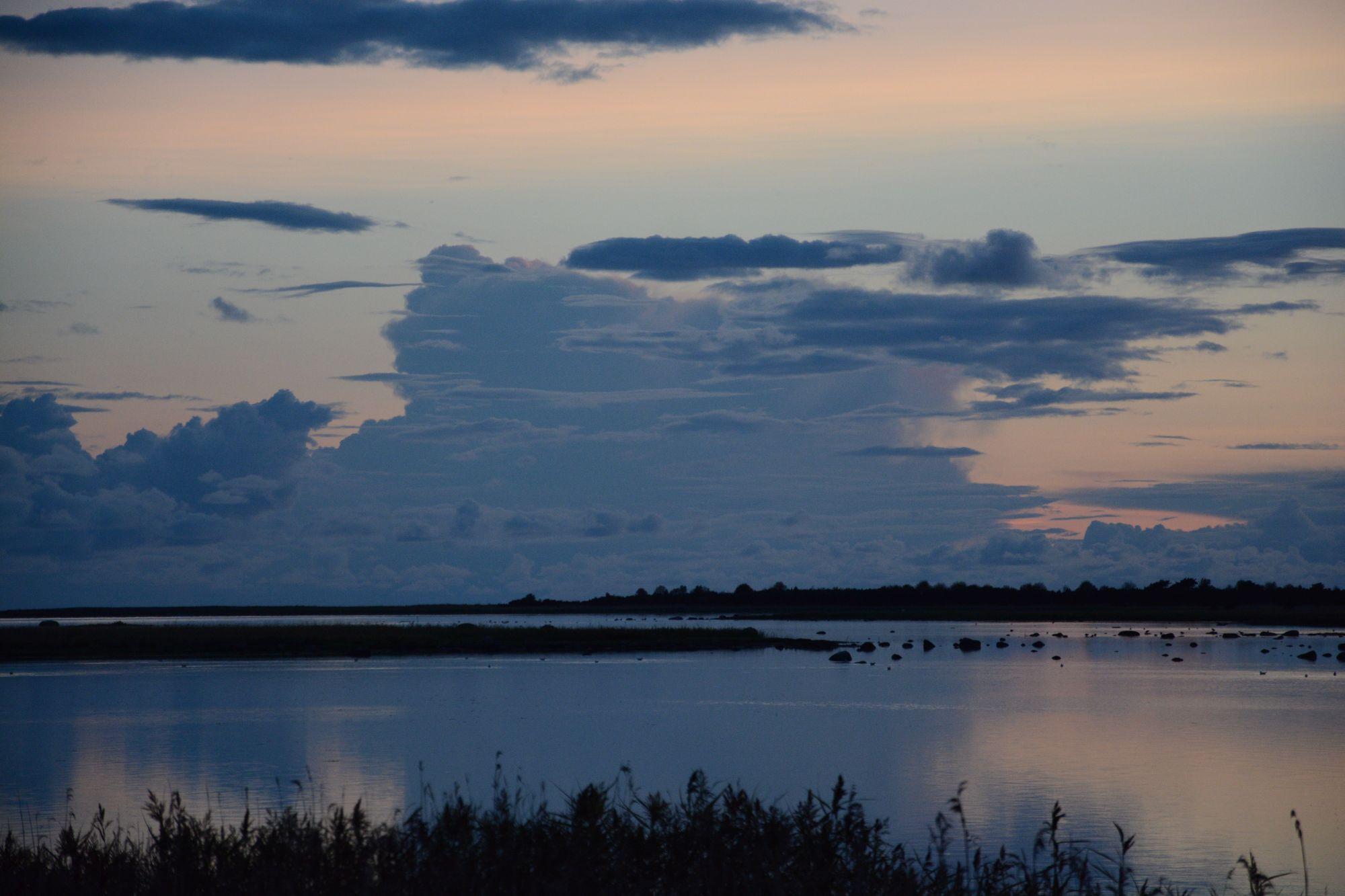 Õhtune vaikelu Vikati sadama lähistel. Foto: Kadri Paomees.