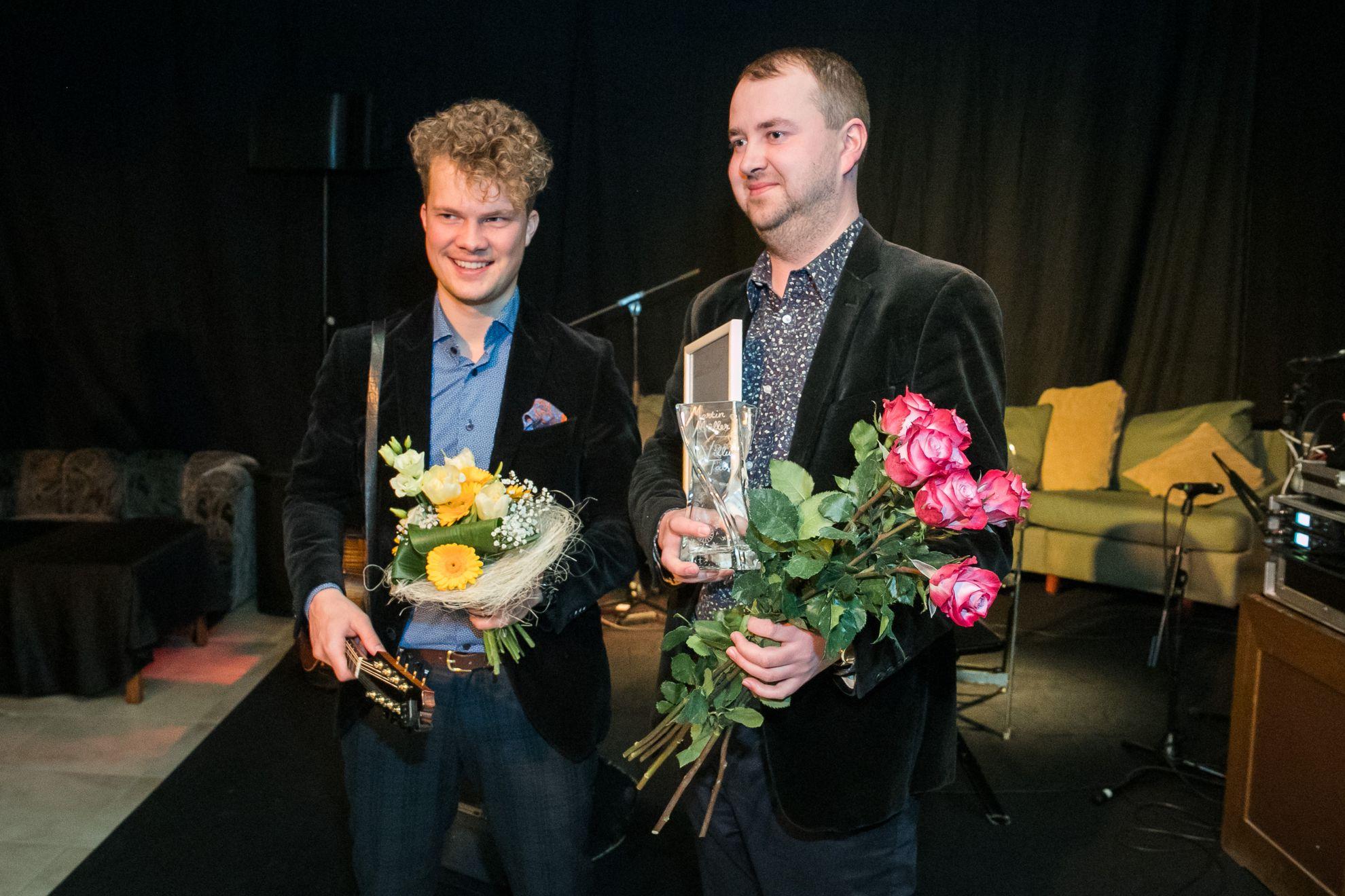Reval Folk ajab juttu muusik Mülleriga. Martin Mülleriga