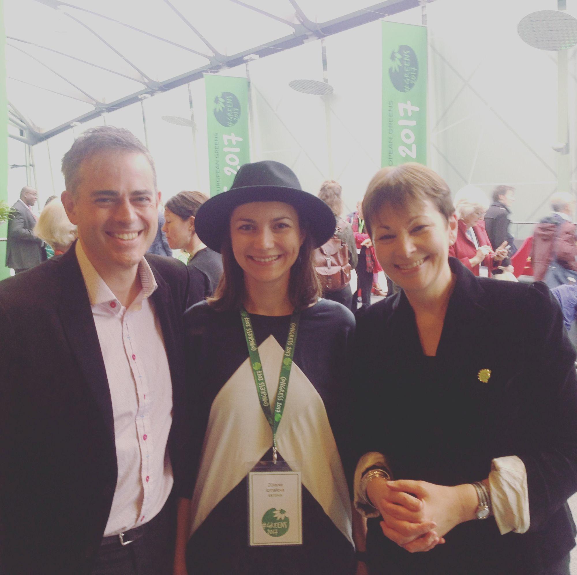 Z.Izmailova Maailma Roheliste 2017 kongressil Liverpoolis koos Suurbritannia Roheliste kaasjuhtide Caroline Lucase ja Jonathan Bartleyga