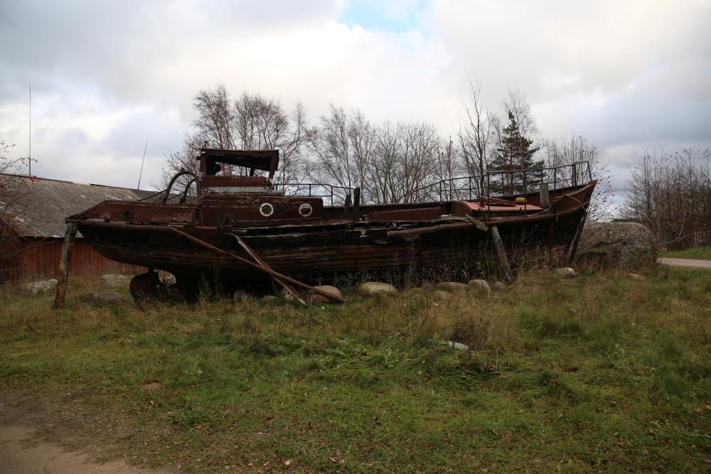 Kelnase sadamas saab lisaks kirevatele hoonetele uudistada ka vanu merealuseid. Foto: Nele Verhovtsova.