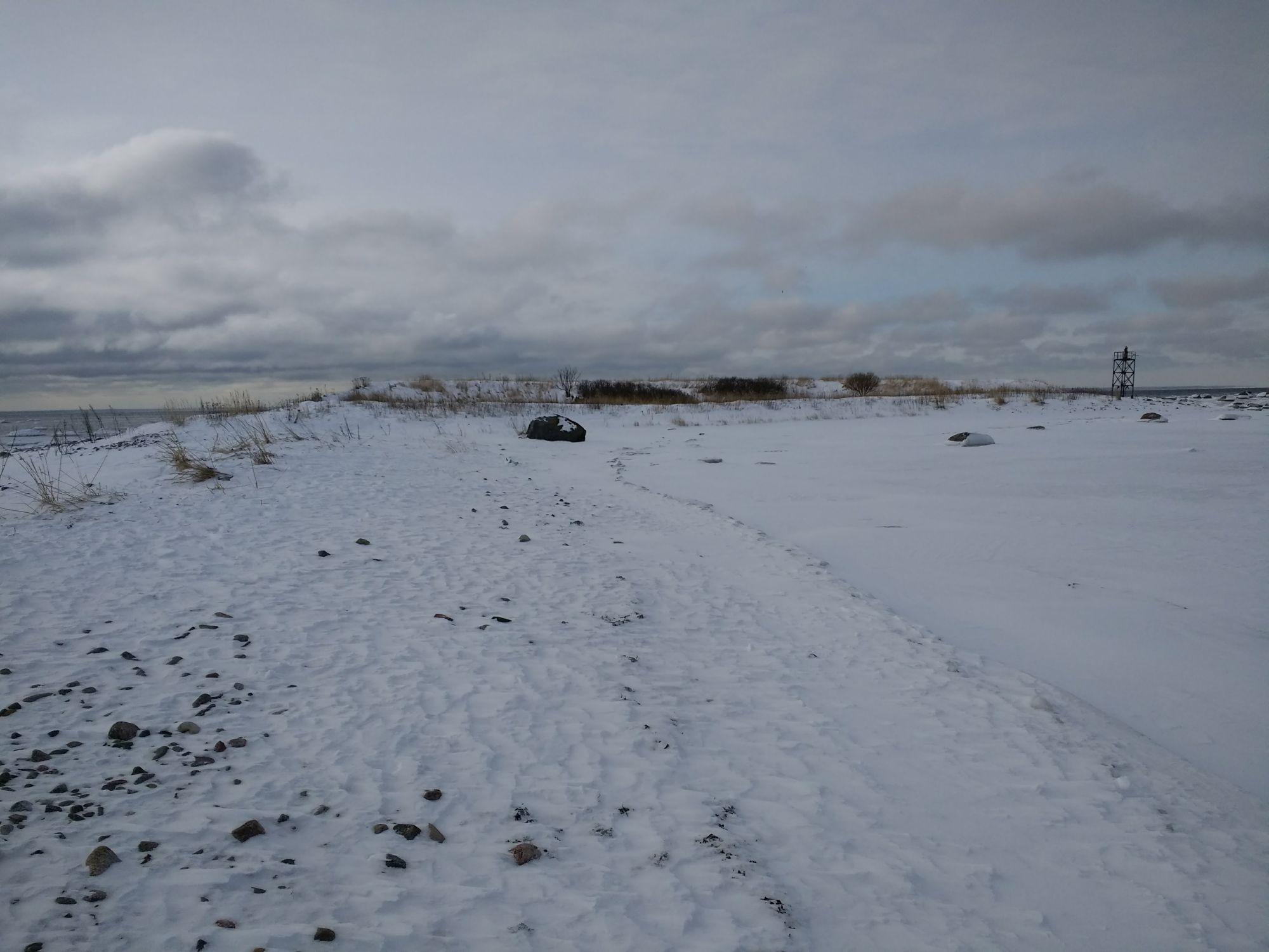 Saare kõrval meres asub päevamärk, millele pääseb talvel mööda jääd ligi. Foto: Kadri Aller